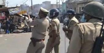हाथरस गैंगरेप : दिल्ली से लखनऊ तक माहौल गर्म , प्रदर्शनकारियों पर पुलिस का लाठीचार्ज