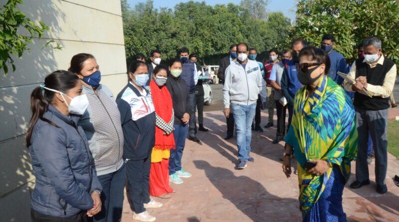 खेल मंत्री श्रीमती यशोधरा राजे सिंधिया ने महिला खेल एकेडमी का किया निरीक्षण